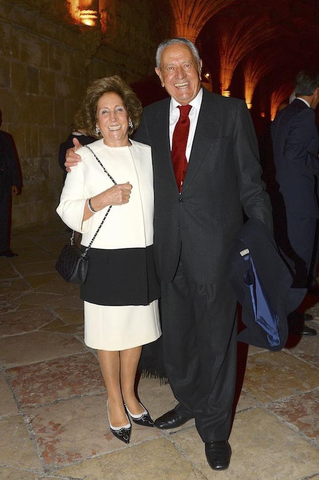 Tỷ phú duy nhất ở Bồ Đào Nha và cuộc hôn nhân đặc biệt: 34 tuổi mới đồng ý lập gia đình, chồng giàu nhất nước nhưng luôn mang ơn và sợ duy nhất mỗi vợ - Ảnh 1.