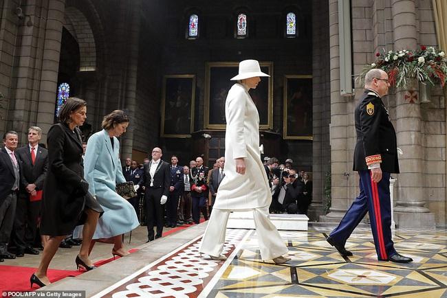 Nhân vật nổi bật nhất hoàng gia Monaco, làm lu mờ nàng dâu gốc Việt trong sự kiện khi diện nguyên cây trắng sành điệu và khí chất khó ai bì kịp - Ảnh 5.