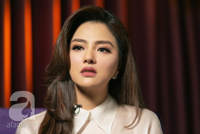 [LIVESTREAM] Vũ Thu Phương bật khóc nhận đã gọt hàm,  sống với chồng đại gia Campuchia và nuôi 2 con riêng - Ảnh 1.