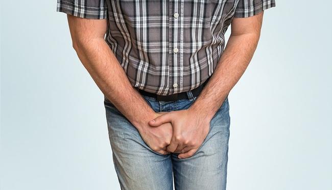 4 dấu hiệu cảnh báo sớm bệnh ung thư tại vùng cơ thể phía dưới, các đấng mày râu nếu gặp thì phải đi khám ngay - Ảnh 2.