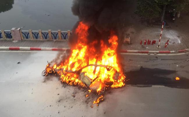 Xe Mercedes gây tai nạn rồi bốc cháy: Nữ tài xế khai đi giày cao gót, đạp nhầm chân ga - Ảnh 1.