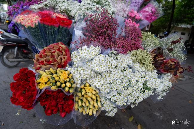 Vào mùa cúc họa mi đón đông khắp phố phường Hà Nội, giá rẻ nhiều chị em nô nức ghé vào mua - Ảnh 3.