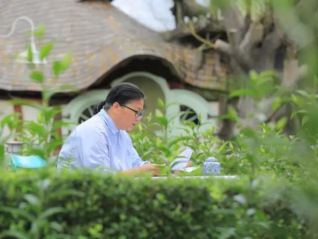 Cụ bà 60 tuổi mua 14 mẫu đất cách đây 12 năm để xây dựng lâu đài cổ tích an hưởng tuổi già cùng người thân - Ảnh 1.