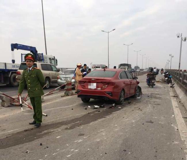Hà Nội: Rạng sáng 2 vụ tự gây tai nạn, một người tử vong - Ảnh 2.