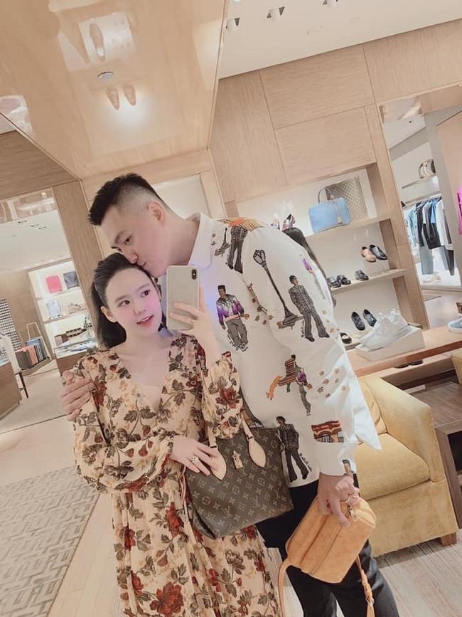 Cuộc sống giàu sang đáng ngưỡng mộ của cặp vợ chồng Youtuber cùng nhau shopping một lần hết 2,5 tỷ - Ảnh 8.