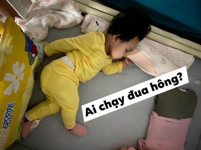 Bà mẹ lầy lội đặt caption cho từng dáng ngủ của con khiến ai nấy cười tít mắt vì quá đáng yêu - Ảnh 3.