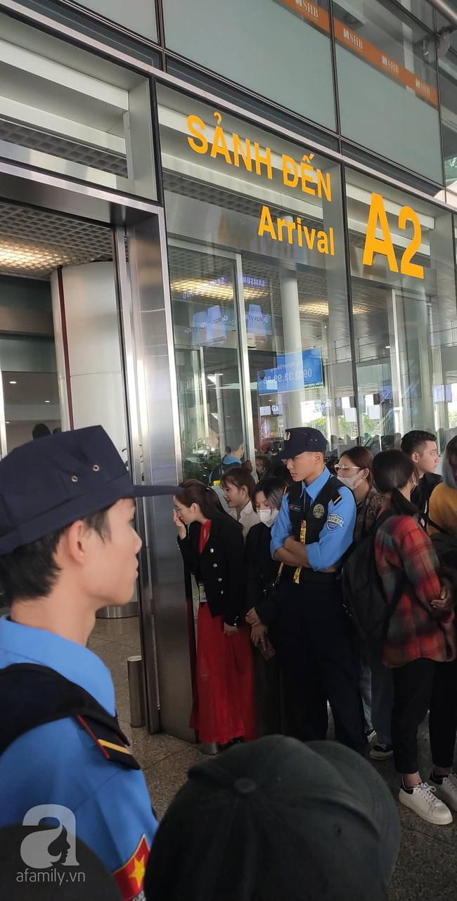 Trực tiếp dàn sao đình đám Hàn Quốc đổ bộ sân bay Nội Bài chuẩn bị dự lễ trao giải AAA 2019 - Ảnh 1.