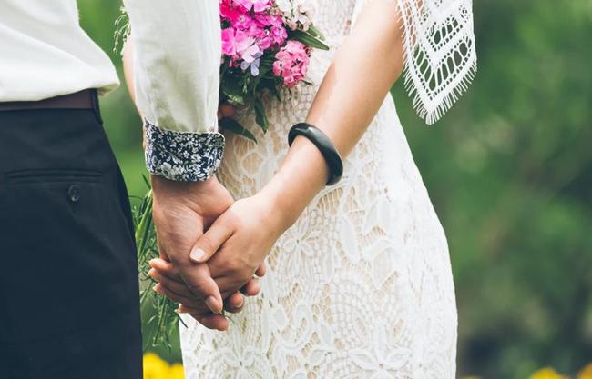 """Phát hiện chồng sắp cưới ngoại tình trước hôn lễ 3 ngày, cô dâu liền gửi đến tình địch một món quà rồi khóa máy, đi Maldives hưởng """"trăng mật sớm"""" với 1 người đặc biệt - Ảnh 2."""