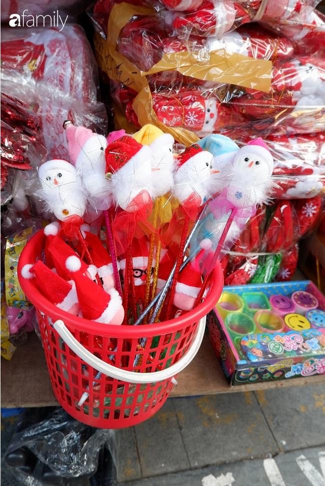 Hà Nội: Muốn mua đồ trang trí Noel chỉ cần ghé Hàng Mã - Ảnh 6.