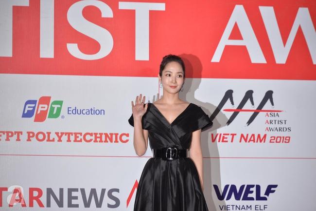 """Thảm đỏ AAA 2019 bùng nổ trong sự chào đón của fan Việt: Ji Chang Wook điển trai hết phần thiên hạ, """"tình cũ Lee Min Ho"""" Park Min Young xinh đẹp trong sắc đen - Ảnh 10."""