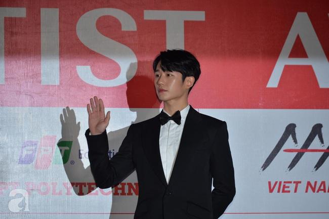 """Thảm đỏ AAA 2019 bùng nổ trong sự chào đón của fan Việt: Ji Chang Wook điển trai hết phần thiên hạ, """"tình cũ Lee Min Ho"""" Park Min Young xinh đẹp trong sắc đen - Ảnh 11."""