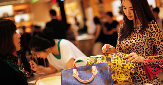 """Cô gái trẻ được """"đại gia"""" mua cho chiếc túi trị giá 18.000 USD và cái kết đắng chứa đựng bài học nhớ đời - Ảnh 1."""