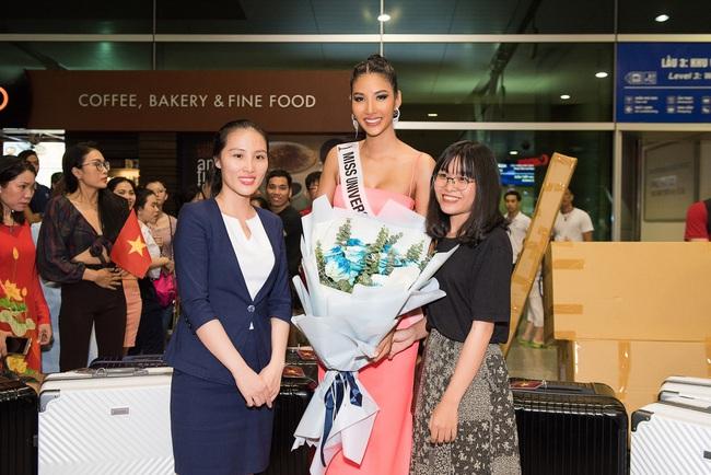 Hoa hậu Hoàn vũ H'Hen Niê nhí nhảnh hết cỡ đến tiễn Á hậu Hoàng Thùy lên đường sang Mỹ chinh chiến tại Miss Universe 2019 - Ảnh 4.