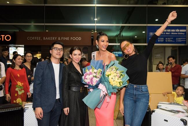 Hoa hậu Hoàn vũ H'Hen Niê nhí nhảnh hết cỡ đến tiễn Á hậu Hoàng Thùy lên đường sang Mỹ chinh chiến tại Miss Universe 2019 - Ảnh 5.