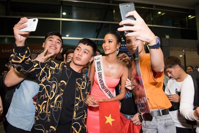 Hoa hậu Hoàn vũ H'Hen Niê nhí nhảnh hết cỡ đến tiễn Á hậu Hoàng Thùy lên đường sang Mỹ chinh chiến tại Miss Universe 2019 - Ảnh 10.