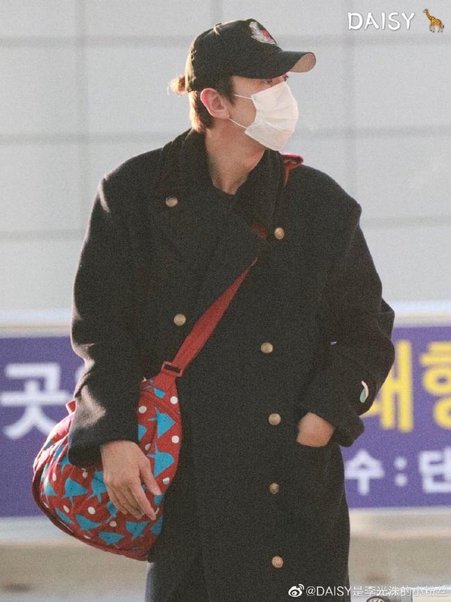 """""""Hoàng tử Châu Á"""" Lee Kwang Soo đã khởi hành sang Việt Nam, che trùm kín mít nhưng vẫn nhìn ra đặc điểm này - Ảnh 5."""