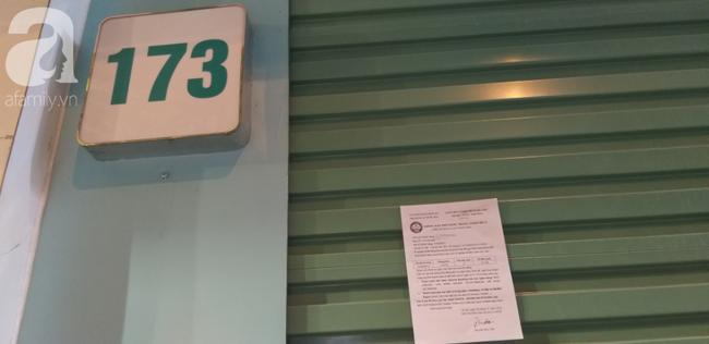 Cửa hàng IFU trên phố Chùa Bộc đóng cửa nhiều ngày nay, bên ngoài có tờ thông báo yêu cầu nộp tiền nước