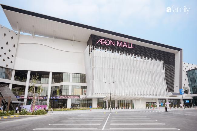 Chính thức khai trương khu siêu thị Aeon Mall Hà Đông quy mô lớn nhất miền Bắc, cả biển người bon chen mua sắm - Ảnh 1.