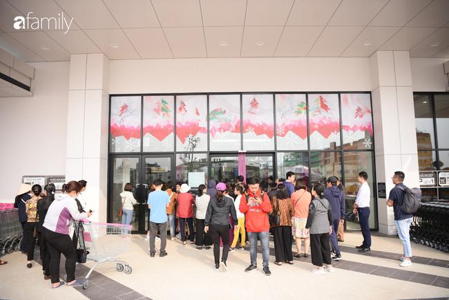 Chính thức khai trương khu siêu thị Aeon Mall Hà Đông quy mô lớn nhất miền Bắc, cả biển người bon chen mua sắm - Ảnh 3.