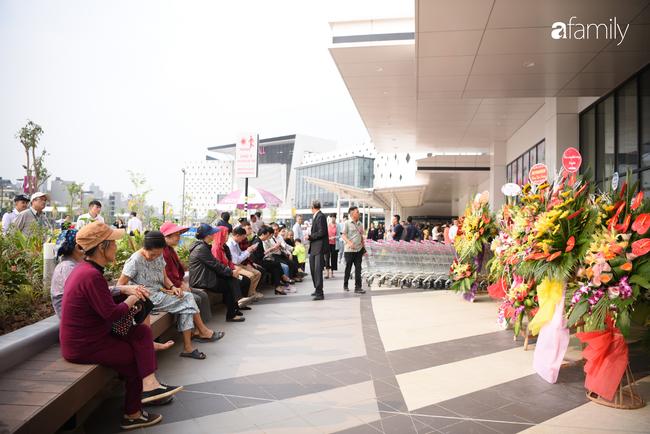 Chính thức khai trương khu siêu thị Aeon Mall Hà Đông quy mô lớn nhất miền Bắc, cả biển người bon chen mua sắm - Ảnh 4.