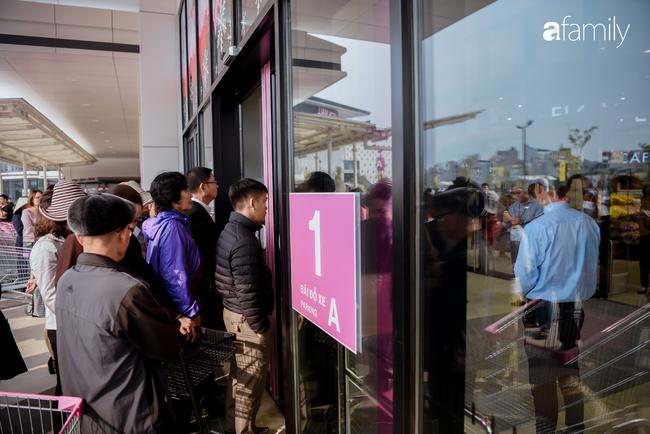 Chính thức khai trương khu siêu thị Aeon Mall Hà Đông quy mô lớn nhất miền Bắc, cả biển người bon chen mua sắm - Ảnh 7.
