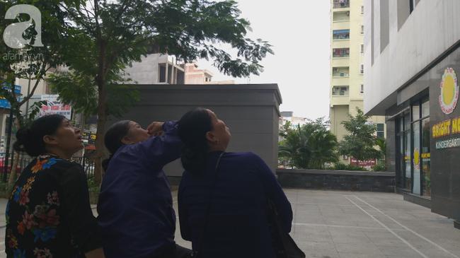 Vụ bé gái rơi từ tầng 39 ở Hà Nội: Gọi con gái dậy ăn sáng đi học, bố mẹ hốt hoảng đi thì sự thật đau lòng - Ảnh 7.