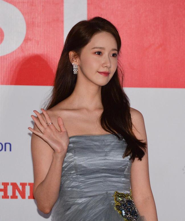 Lễ trao giải AAA 2019: Yoona xứng danh nữ thần, khiến fan vỡ òa vì quá xinh đẹp - Ảnh 3.