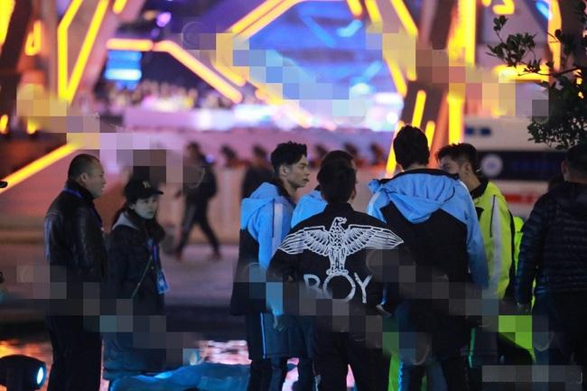 Hoàng Cảnh Du gào thét kêu cứu khi ekip không chịu đưa Cao Dĩ Tường vào bệnh viện vì sợ lỡ giờ quay  - Ảnh 2.