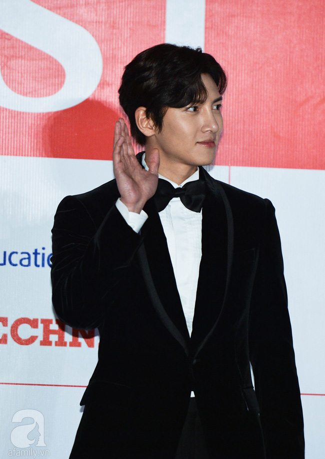 """Thảm đỏ AAA 2019 bùng nổ trong sự chào đón của fan Việt: Ji Chang Wook điển trai hết phần thiên hạ hội ngộ 2 """"người tình màn ảnh"""" Park Min Young và Yoona - Ảnh 9."""