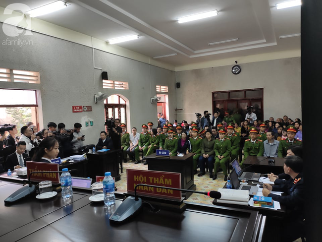 Trực tiếp phiên xét xử vụ mẹ nữ sinh giao gà ở Điện Biên và đồng phạm về tội mua bán ma túy - Ảnh 5.