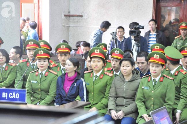 Trực tiếp phiên xét xử vụ mẹ nữ sinh giao gà ở Điện Biên và đồng phạm về tội mua bán ma túy - Ảnh 1.