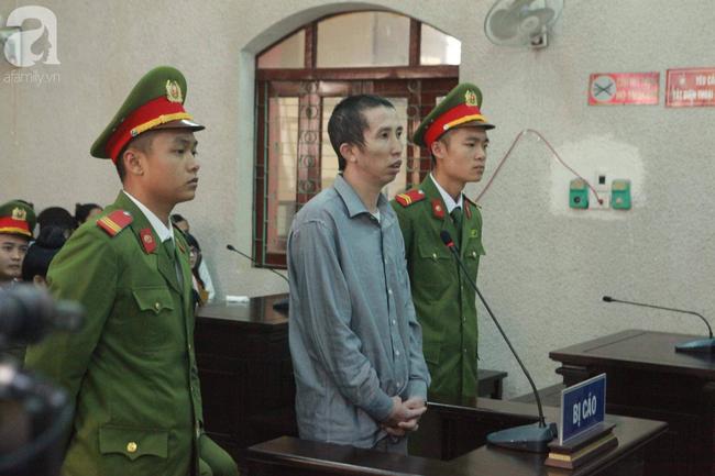 Xét xử vụ mẹ nữ sinh giao gà ở Điện Biên và đồng phạm: Bà Hiền gầy rộc, liên tục bật khóc tại tòa - Ảnh 1.