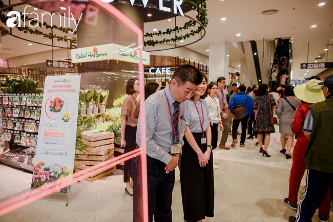 Loạt ảnh khiến bất cứ ai cũng phải thán phục trước sự chuyên nghiệp và khéo léo của người Nhật trong ngày khai trương khu siêu thị Aeon Mall Hà Đông  - Ảnh 4.