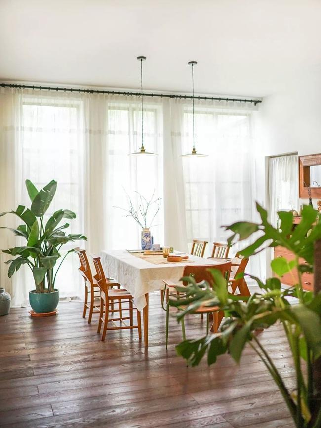 Ngôi nhà đổ nát rộng 185m2 biến thành tổ ấm dịu dàng đầy nắng và cây xanh của gia đình trẻ - Ảnh 12.