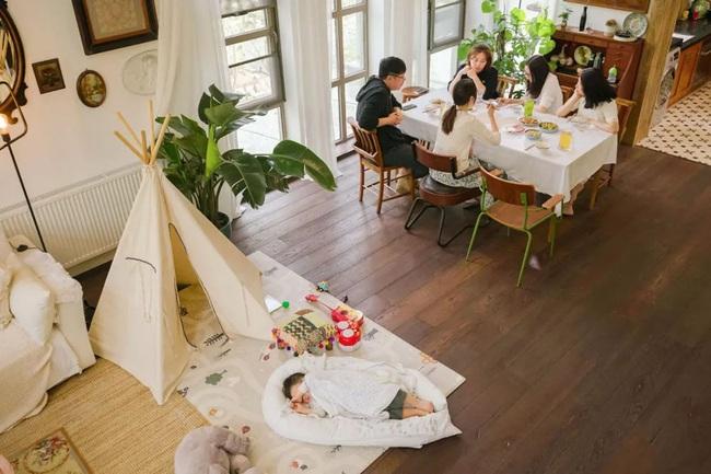 Ngôi nhà đổ nát rộng 185m2 biến thành tổ ấm dịu dàng đầy nắng và cây xanh của gia đình trẻ - Ảnh 11.