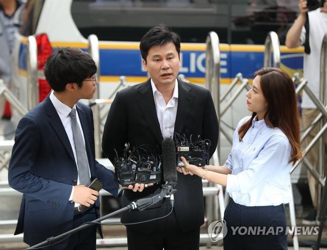 Làng giải trí Hàn Quốc 2019 nhuốm màu đen tối: Những màn đấu đá lẫn nhau hậu ly hôn liệu có bằng sự tang thương bao trùm nửa cuối năm - Ảnh 9.