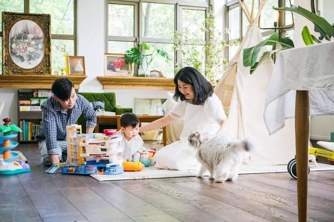 Ngôi nhà đổ nát rộng 185m2 biến thành tổ ấm dịu dàng đầy nắng và cây xanh của gia đình trẻ - Ảnh 5.
