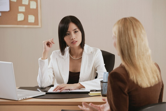 """""""Cô làm sếp tôi hơi lâu rồi đấy!"""" - sau câu nói này, một nhân viên dại dột lãnh ngay hậu quả - Ảnh 3."""