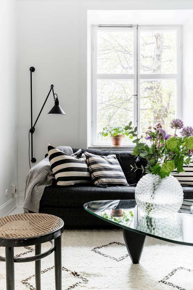 Căn hộ 45m2 sáng bừng với sắc trắng bao trùm, đồ nội thất nổi bần bật mọi khoảnh khắc - Ảnh 7.