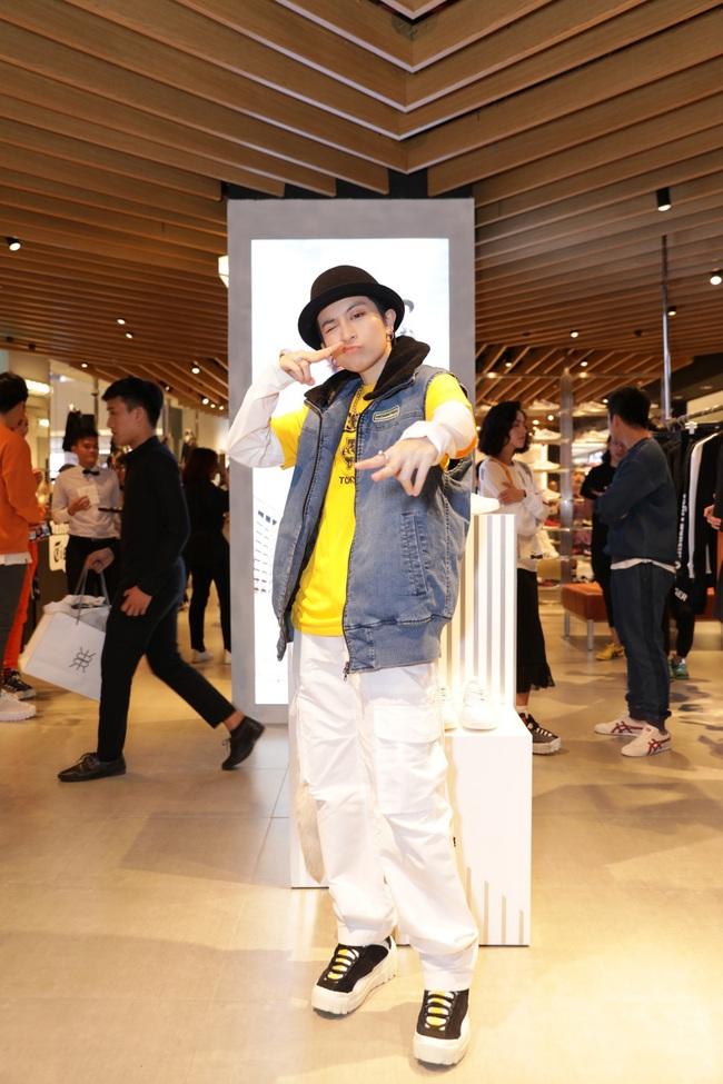 """Trở về từ Nhật Bản sau tin đồn """"hẹn hò"""" Hoàng Thùy Linh, Gil Lê xuất hiện với gu thời trang cực cá tính - Ảnh 3."""