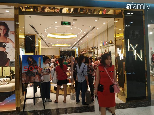 Black Friday bùng nổ tại TP.HCM: Nhiều người xếp hàng dài đợi chờ, nhiều thương hiệu lớn thất thủ trước các tín đồ mua sắm - Ảnh 3.