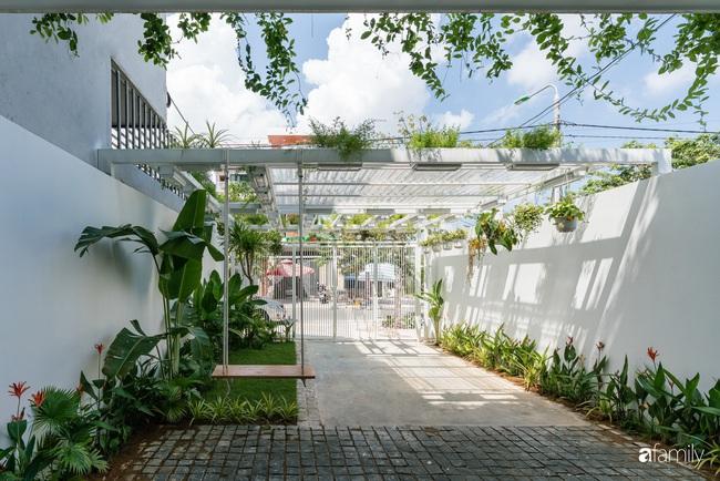 Căn nhà phố trong lành và duyên dáng với cây xanh thân thiện của cặp vợ chồng mới cưới ở TP Đà Nẵng - Ảnh 2.