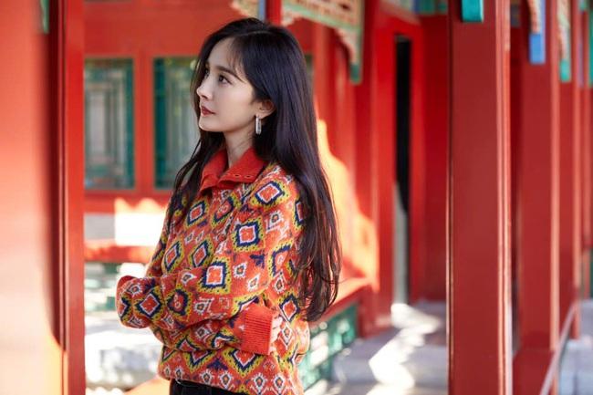 """Sau thời gian """"lên xuống thất thường"""", Dương Mịch tái xuất với nhan sắc khiến dân tình phải thốt lên: """"Như gái 20 tuổi!"""" - Ảnh 4."""