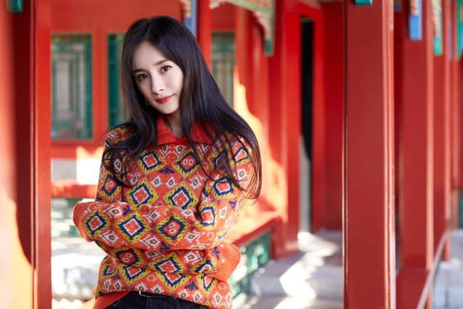 """Sau thời gian """"lên xuống thất thường"""", Dương Mịch tái xuất với nhan sắc khiến dân tình phải thốt lên: """"Như gái 20 tuổi!"""" - Ảnh 3."""