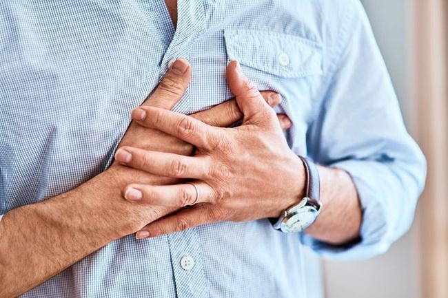 """Cứ nghĩ đau tức ngực bình thường, người phụ nữ sốc nặng khi bác sĩ thông báo có một """"quả bom"""" khổng lồ trong ngực - Ảnh 3."""