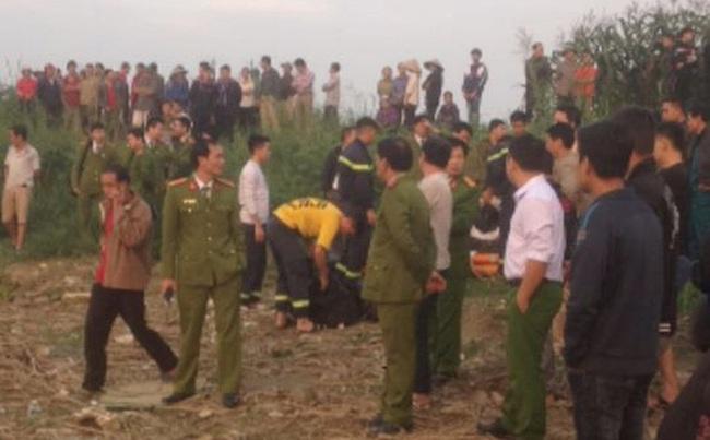 Sạt lở bãi đất ven sông Đà, 2 người câu cá bị cuốn xuống nước mất tích - Ảnh 1.