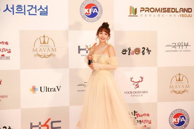 """Minh Hằng hạnh phúc khi bất ngờ nhận giải """"Nghệ sĩ Châu Á xuất sắc"""" tại """"Mai Vàng"""" của Hàn Quốc - Ảnh 9."""