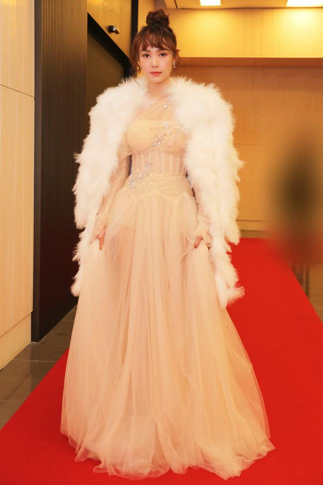 """Minh Hằng hạnh phúc khi bất ngờ nhận giải """"Nghệ sĩ Châu Á xuất sắc"""" tại """"Mai Vàng"""" của Hàn Quốc - Ảnh 2."""