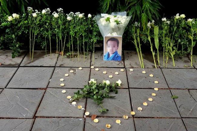 Bé trai tử vong trên xe đưa đón trường Gateway và những chuyến xe tử thần: Khi người lớn trót quên mất an toàn của con trẻ - Ảnh 2.
