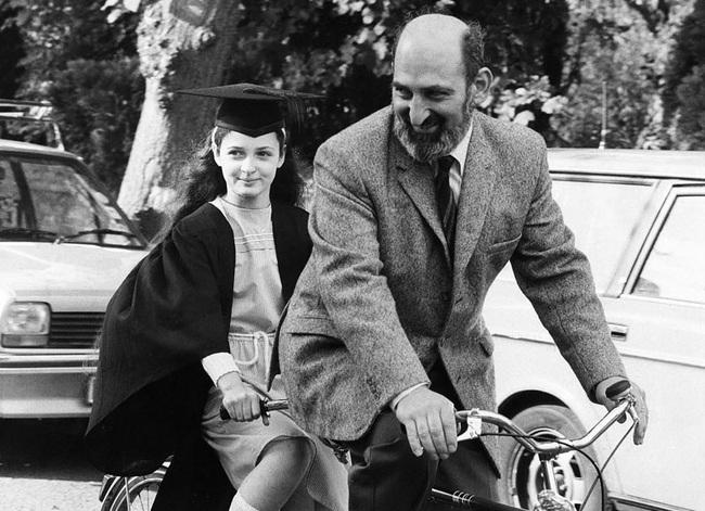 Nhìn lại cuộc đời thần đồng Ruth Lawrence, nhiều cha mẹ giật mình tỉnh ngộ: Chẳng mong con thành thiên tài, chỉ cần một đời bình an là đủ - Ảnh 4.